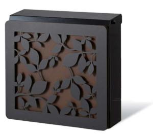 ポスト本体:ブラック、カラーパネル:錆茶、装飾パネル:ローリエ/ブラック